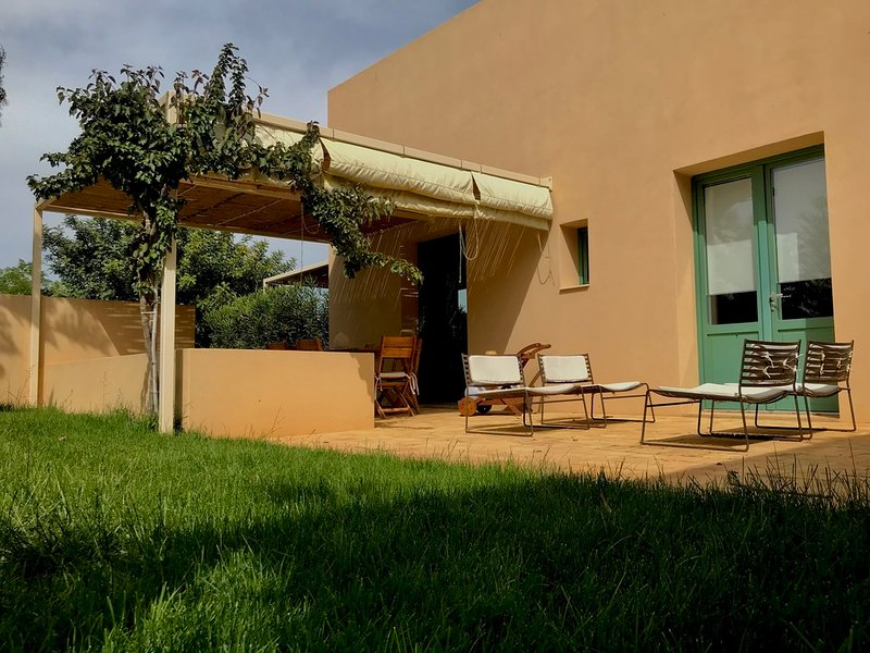 Case Graffeo - Casa della Bouganvillea in Campagna a Menfi vista Mare in Sicilia, holiday rental in Santa Margherita di Belice