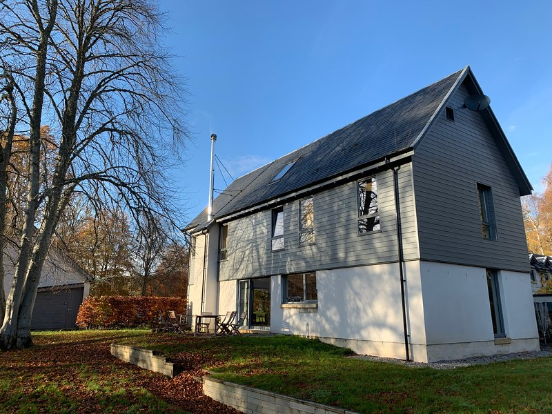 Luxurious self-catering lodge in Strathpeffer, vakantiewoning in Dingwall