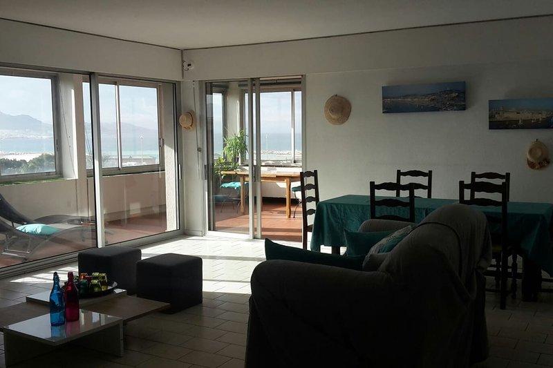 Spacieux appartement vue mer panoramique & parking, location de vacances à Marseille