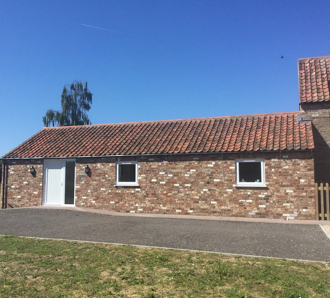 Railway Tavern Cottages- Westerby Lodge, holiday rental in Raithby