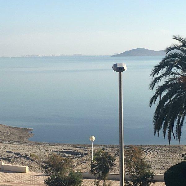 Beachfront apartment, casa vacanza a El Carmoli