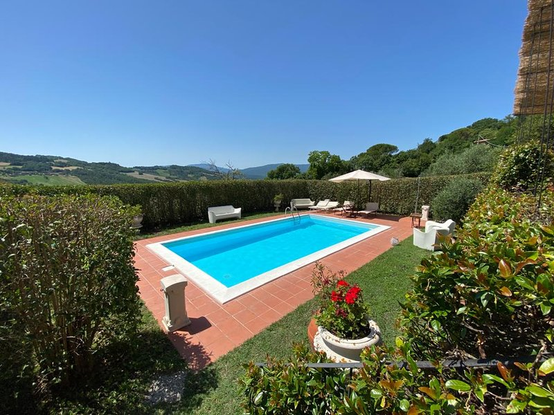 Villa con piscina privata 40 km da Siena, alquiler de vacaciones en Montalcinello