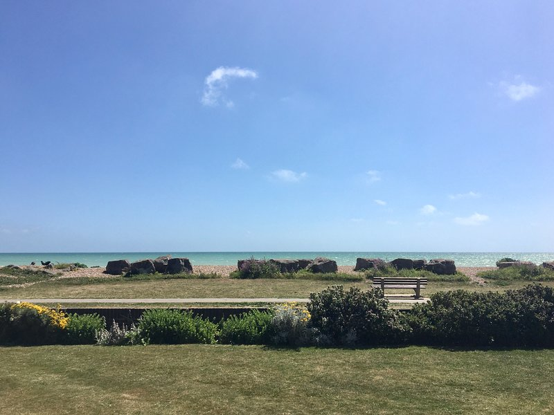 Stunning Ferring Beachfront Apartment, holiday rental in Tarring
