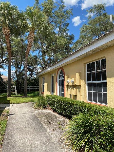 Peaceful Retreat in Exciting Florida - 2bd/2ba Condo, alquiler de vacaciones en Fedhaven