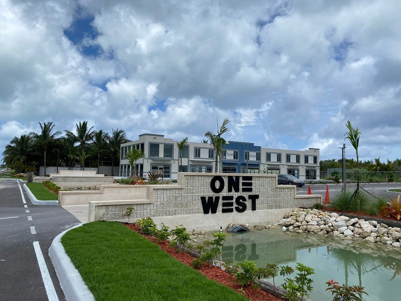 Brand New Luxury Suites in Nassau, Bahamas, holiday rental in Coral Harbour