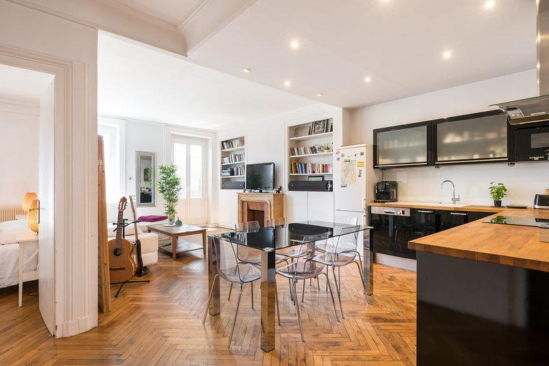SAXE & THE CITY - 90m², 1 to 8, Balcony, Central, holiday rental in Lyon
