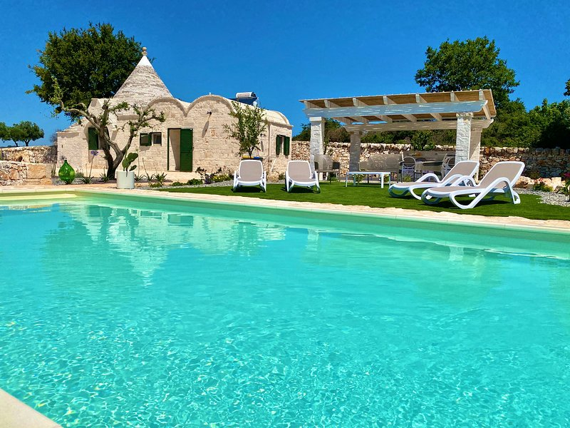 Luxury Trullo whit private pool, vacation rental in Coreggia