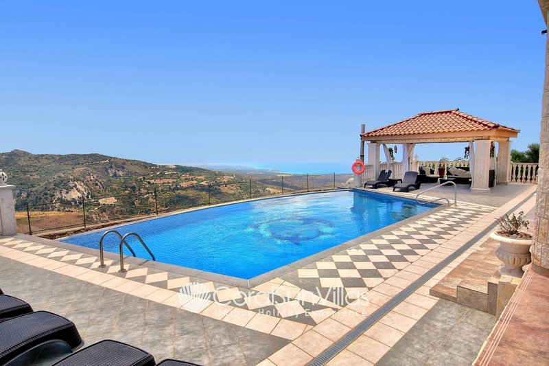 Huge Elegant Villa in Prime Location, Ideal for Weddings, Amazing Pool & Terrace, holiday rental in Pano Arodes