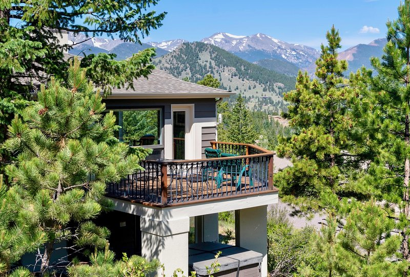 Wanderlust Dog-Friendly Vacation Home at Windcliff, holiday rental in Estes Park