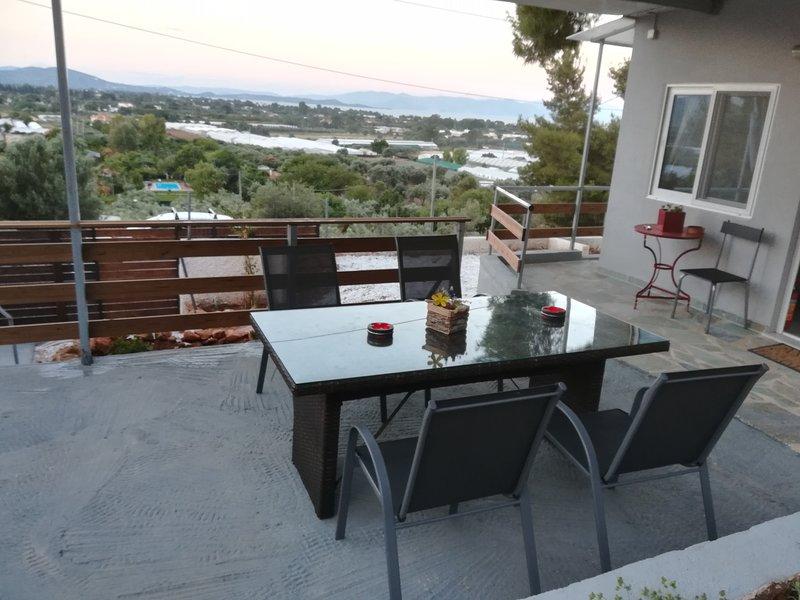 'Agriliki' Cottage With Breathtaking View!, vacation rental in Marathon
