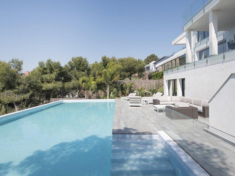 Luxurious Panoramic Spa Villa, holiday rental in Altafulla