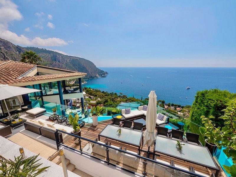Luxury Contemporary Villa, Panoramic Sea Views, Minutes from Monaco, vacation rental in Monaco-Ville