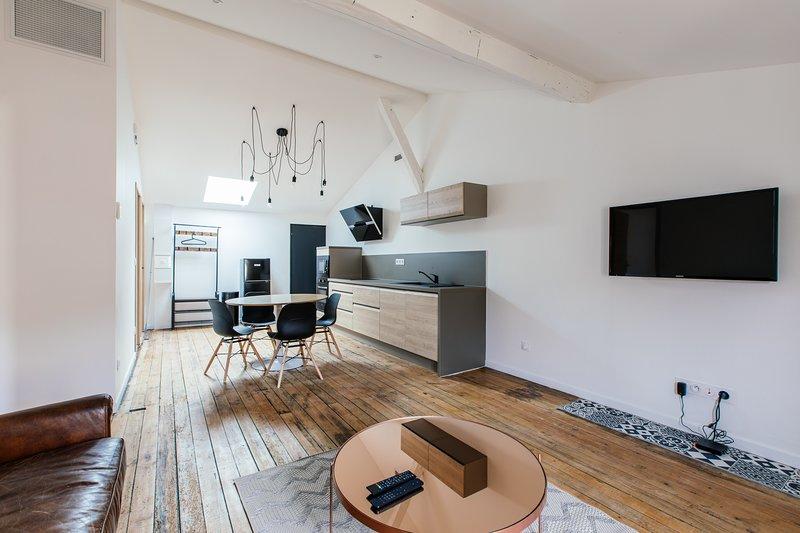 Appartement spacieux, lumineux avec climatisation et belle hauteur sous plafond, location de vacances à Pujols