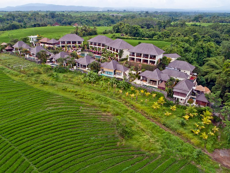 Indah3: Deluxe Riverside Villa with private Pool and FREE Breakfast!, holiday rental in Antap