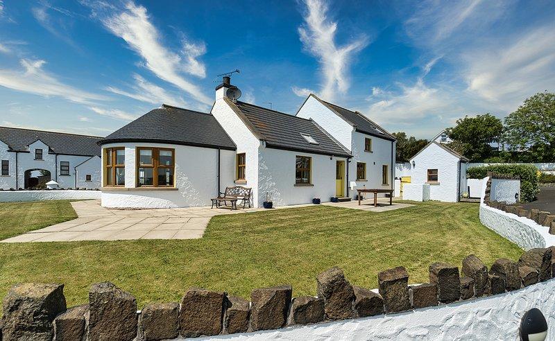 Aird Clachan Cottage - Causeway Coast Rentals, casa vacanza a Bushmills