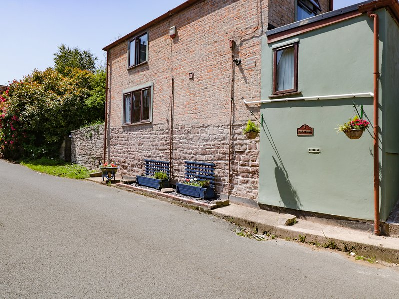 1 Ferryside Cottages, Newnham-On-Severn, holiday rental in Newnham