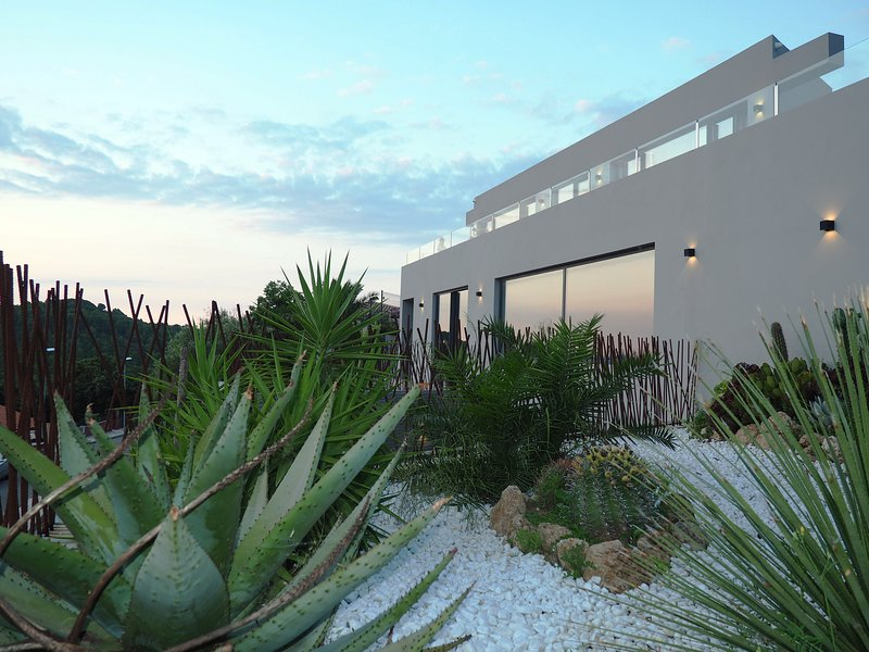 Casa Lou, architect villa with heated pool at Begur, 470m2, holiday rental in Begur