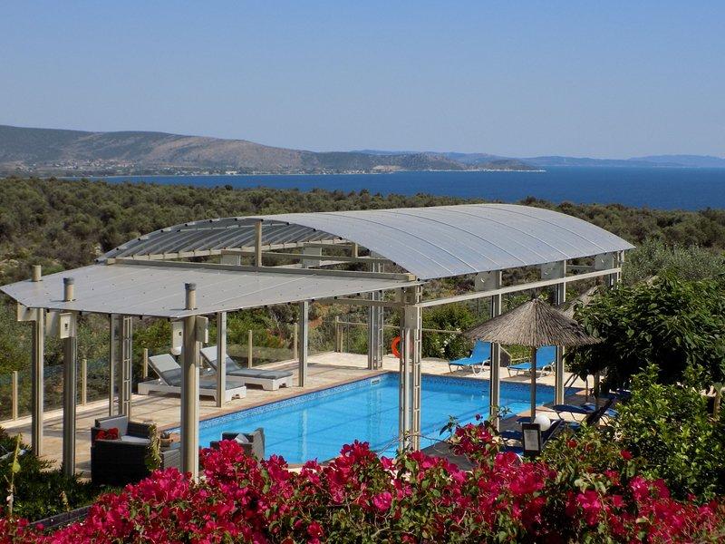 Villa Rodon in Kondili  with heated private pool, location de vacances à Iria