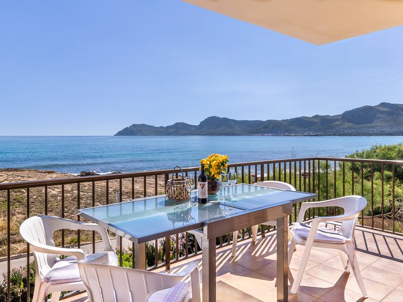 Mallorca Beach front line house 6 pers, holiday rental in Son Serra de Marina