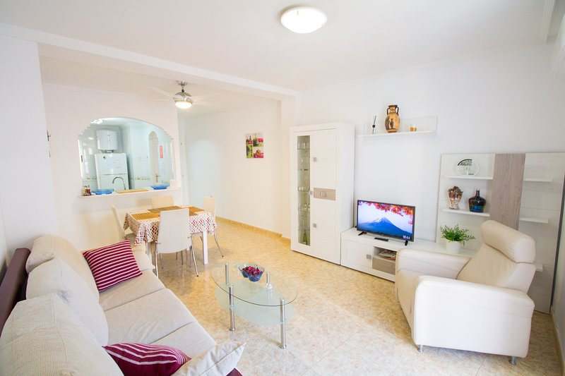 Alacant Home: Santa Pola. Piso moderno a 200 metros de la playa, vacation rental in Elche