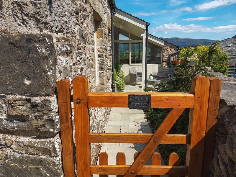 HAWKRIGG COTTAGE, on working dairy farm, off road parking, patio, in Kirkby, alquiler vacacional en Lupton