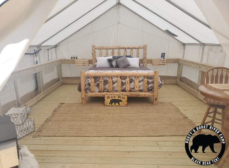 Rusty's Roost River Camp- Black Bear Tent, holiday rental in Green Mountain