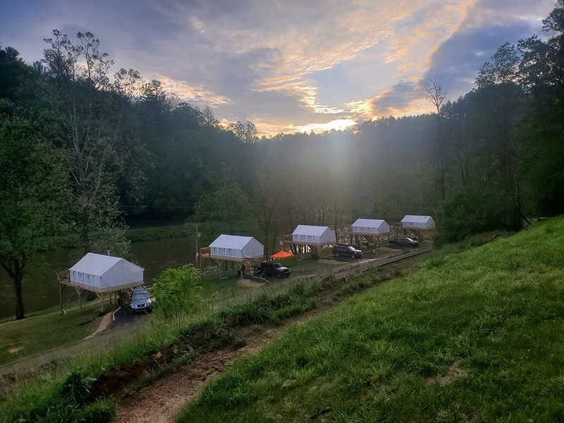 Rusty's Roost River Camp- Panther Tent, holiday rental in Green Mountain