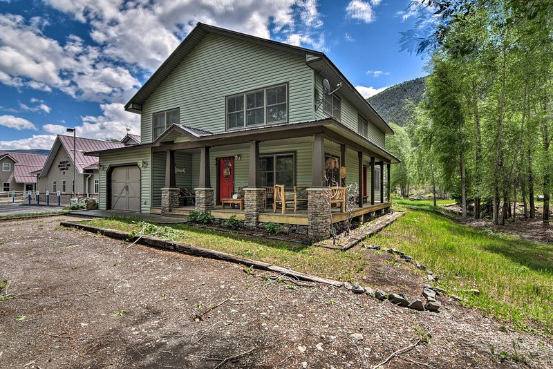 NEW! Riverfront House with Fire Pit and Hot Tub!, casa vacanza a Lake City