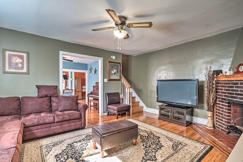 NEW! Suburban Home w/Backyard Patio <7 Mi to Dtwn!, location de vacances à King of Prussia