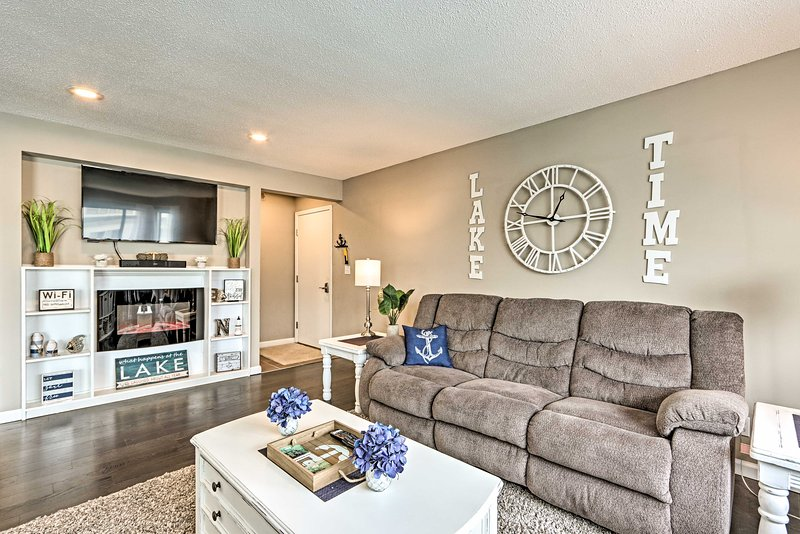 This beautiful condo boasts 2 bedrooms, 2 full baths and an open living area.