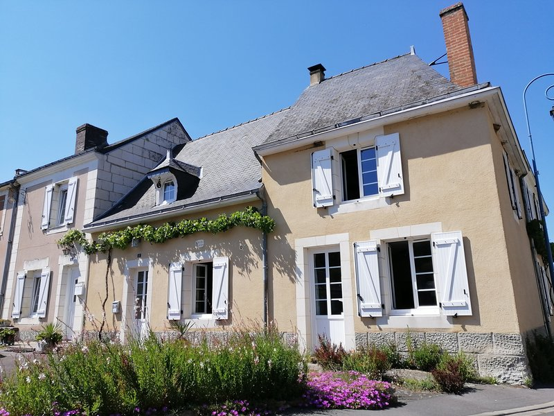 GITE EN VALLEE DU LOIR,  PRES DU ZOO DE LA FLECHE ET CHATEAUX LOIRE VALLEY, holiday rental in Le Lude