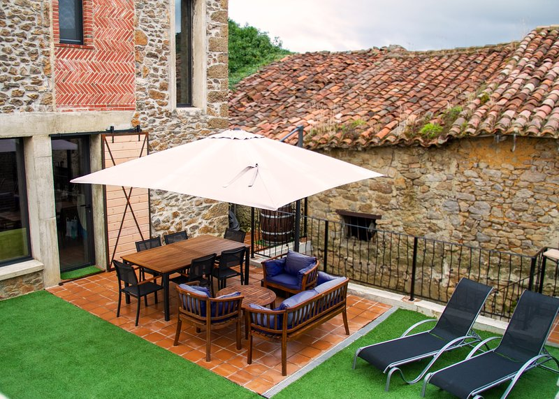 Casa de piedra con todas las comodidades en el paraiso, holiday rental in Pesues