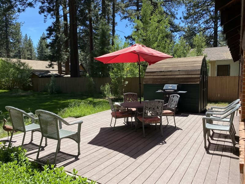 V23-Fantastic Tahoe cabin near the Lake with fenced backyard, hot tub, pets allo, alquiler de vacaciones en South Lake Tahoe