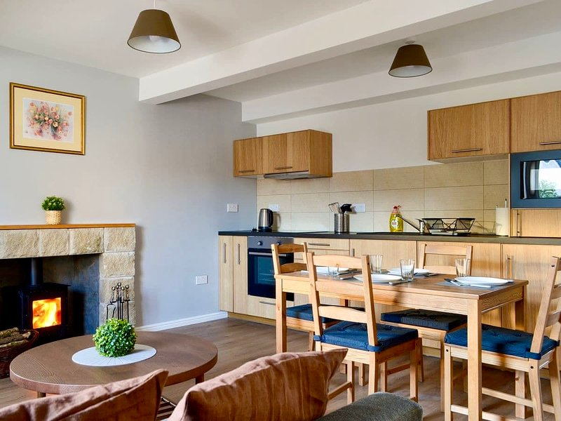 The Wee Coolins cosy newly refurbished holiday home with wood burner, location de vacances à Lochcarron