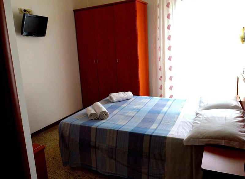 New Hotel Cirene Double room for only one person, aluguéis de temporada em Rivabella