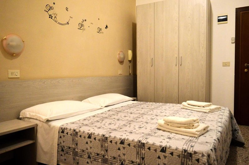 New Hotel Cirene Double room comfort for two people, holiday rental in Rivazzurra