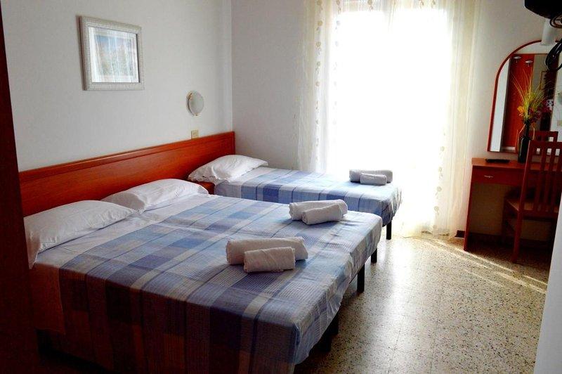 New Hotel Cirene Quadruple Room and single, aluguéis de temporada em Rivabella