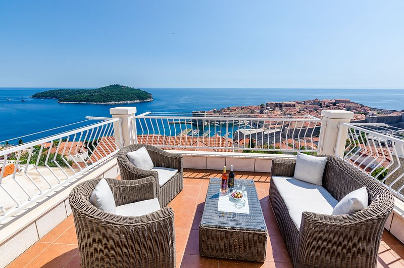 Apartments Isabora - Premium Two-Bedroom Apartment with Terrace and Sea View, holiday rental in Sumet