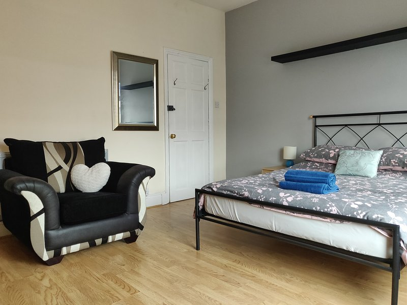 4 Bed house, vacation rental in Salford