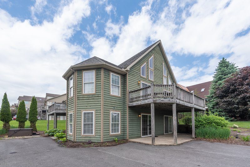 Ski Boots 'N Bathing Suits, vacation rental in McHenry