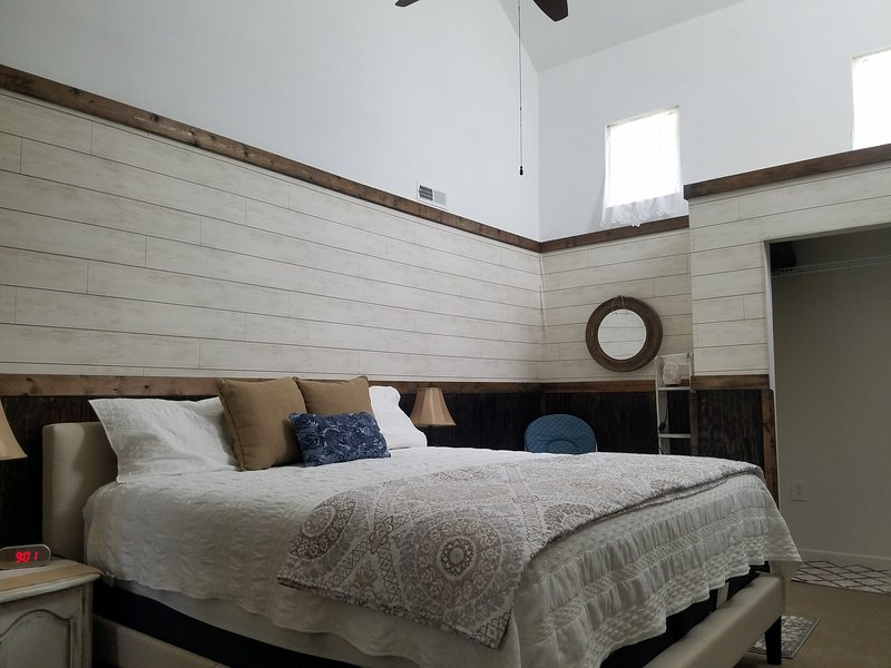 Spacious master bedroom with quality kingsize bed, plenty of storage and ensuite.