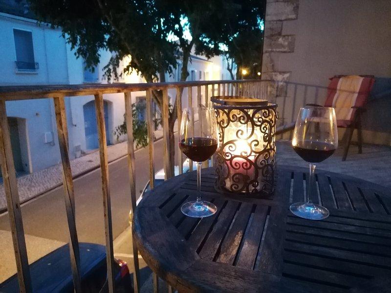 Maison de Pecheur avec terrasse. Mer, Vignes et Nature. Centre Historique., holiday rental in Prat-de-Cest