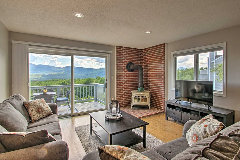 NEW! Family Condo w/ Mtn Views & Community Pool!, holiday rental in Intervale