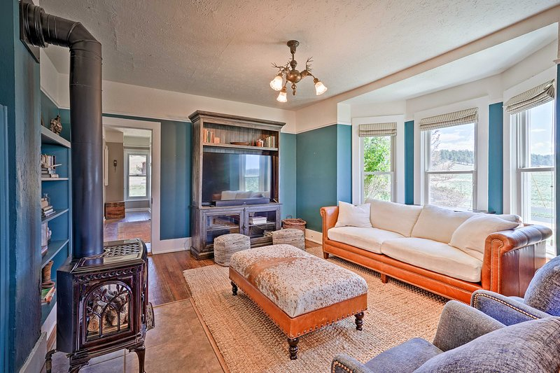 Book your stay at this beautiful 2-bed, 2-bed home in Florissant.