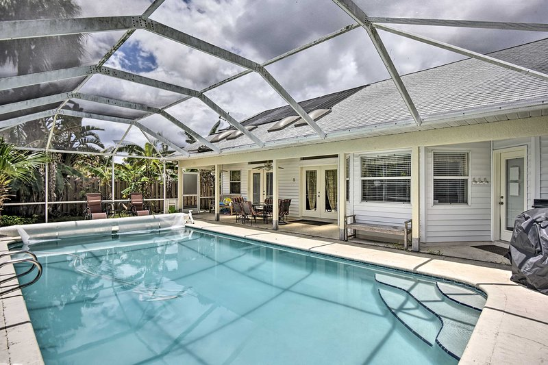 NEW! Cocoa Beach Paradise w/ Indoor & Outdoor Fun!, location de vacances à Cocoa