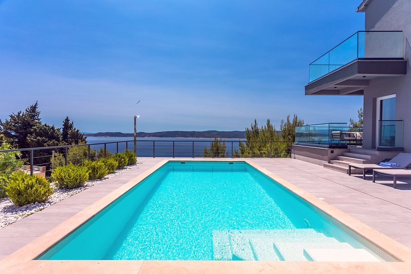 NEW! Very luxury and stylish Villa IPONI with private pool, sauna and gym, holiday rental in Mimice