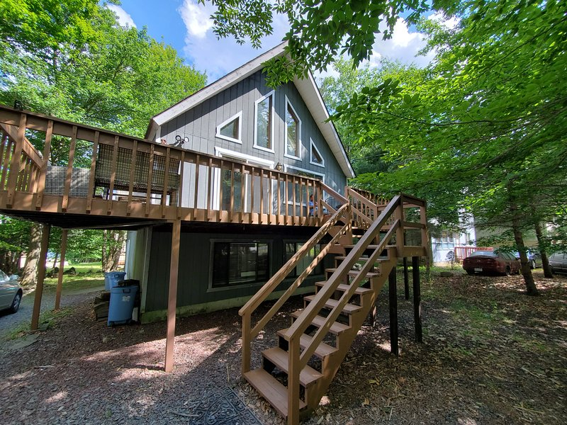 A Home Away from Home with Lake near By and lots of amenities, holiday rental in Tobyhanna