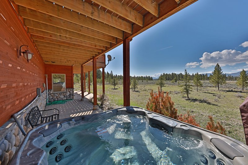 Mountain Peak Spacious home with panoramic views in quiet neighborhood 15 min, location de vacances à Tabernash
