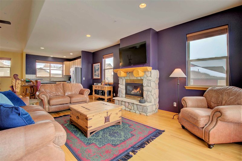 Large Townhome with Gorgeous Summit County Views!  97A, alquiler de vacaciones en Wildernest