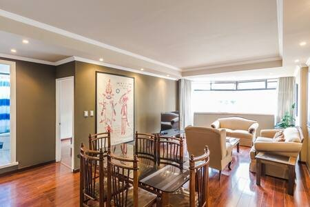 Alluring 2 Bedroom Apartment -Zona 14, holiday rental in Guatemala City